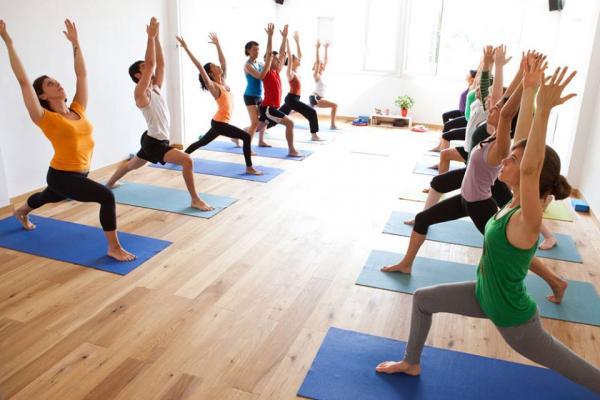 En este momento estás viendo Curso yoga barcelona