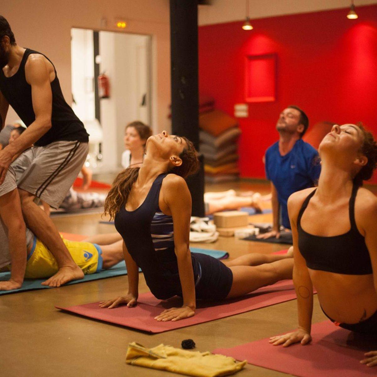 En este momento estás viendo Escuela yoga barcelona
