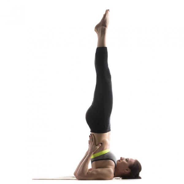 En este momento estás viendo Postura de la vela yoga